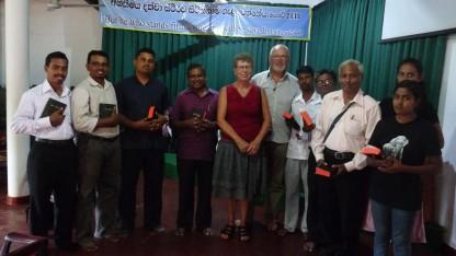Dansk ægtepar på ferie i Sri Lanka: delte bibler ud til fattige kristne