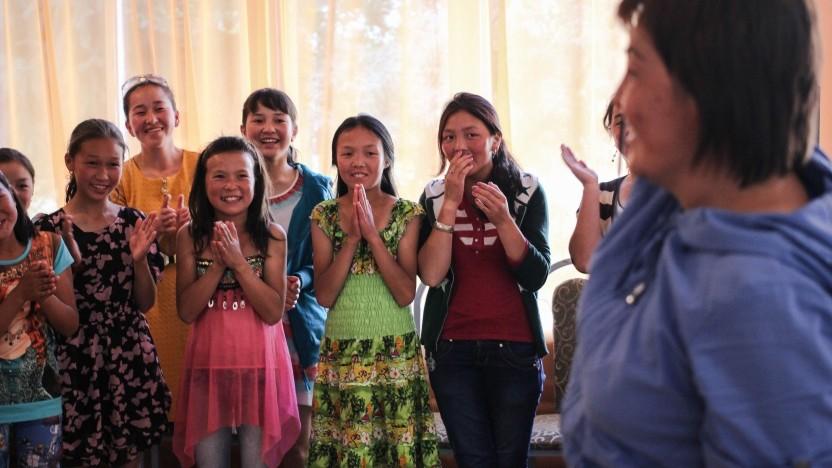 Børnelejr i Kirgisistan: Børn svømmede og fik frugt for første gang