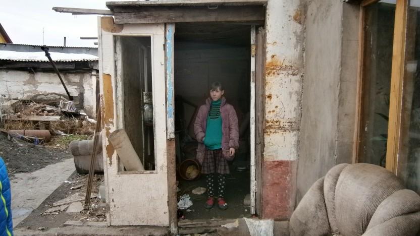 """Lena Bagatava og hendes handicappede familie får """"hvide poser"""" med mad"""