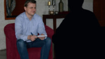 Interview: Hvordan kan forældre støtte deres børn, når de også bliver forfulgt?
