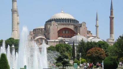 Tyrkiet giver mindre end halvdelen af beslaglagt klosterjord tilbage