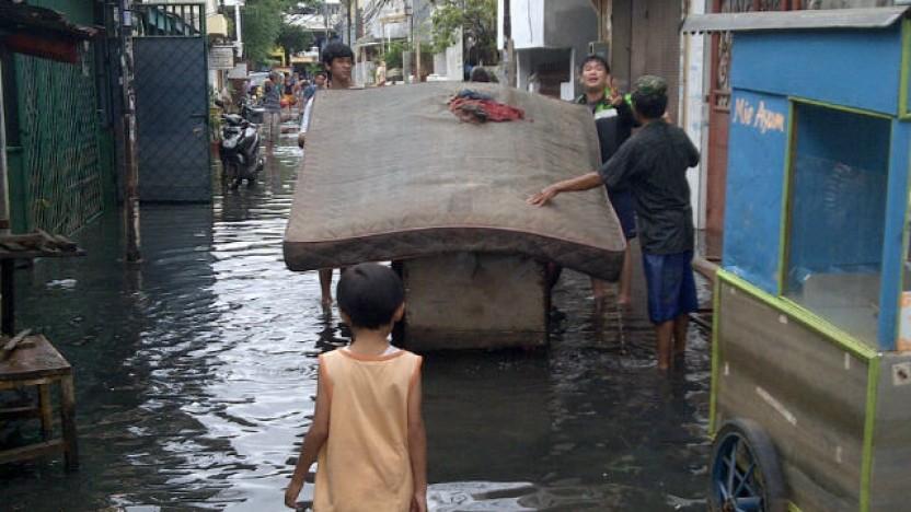 Ofre for oversvømmelser har brug for hjælp