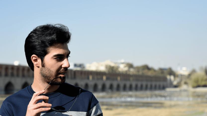 Muslimske Koorosh møder Gud, mens han forsøger at infiltrere kirken i Iran
