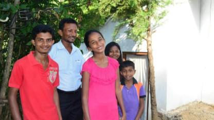 Den fattige srilankanske præst Ebeneser fik hjælp til selvhjælp
