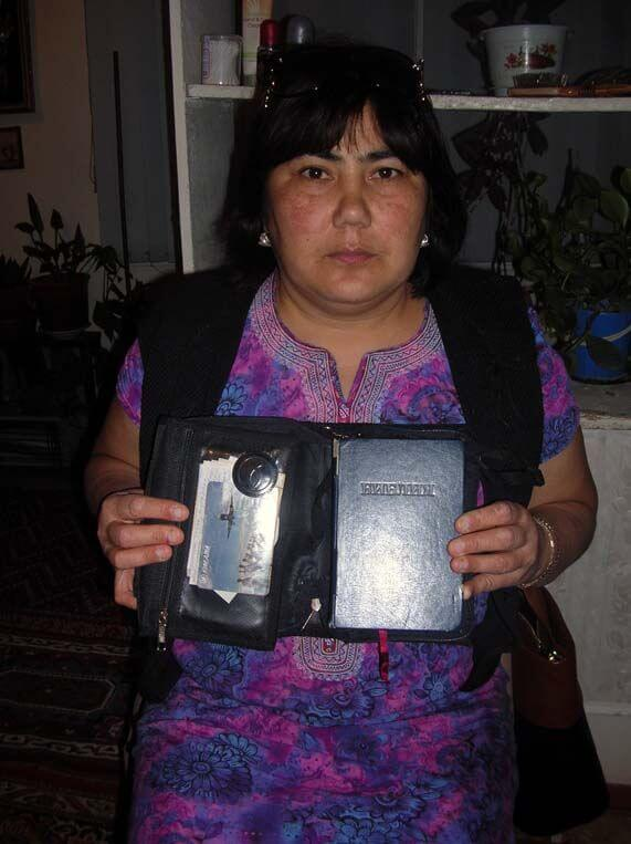 7a turkmenistan maya nurlieva with ilmurad's bible