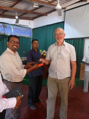 12b Bibler vækker stor glæde på SriLanka