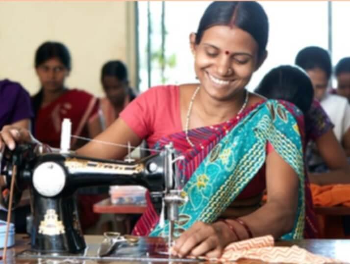 Syskolen har allerede kunder klar til de nyuddannede kvinder, da en række kristne skoler har brug for skoleuniformer.